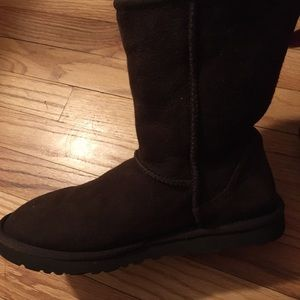 UGG Classic Short Brown Boots- size 9